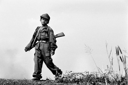 Cambodia. Child soldier. Cambodge. Enfant soldat.
